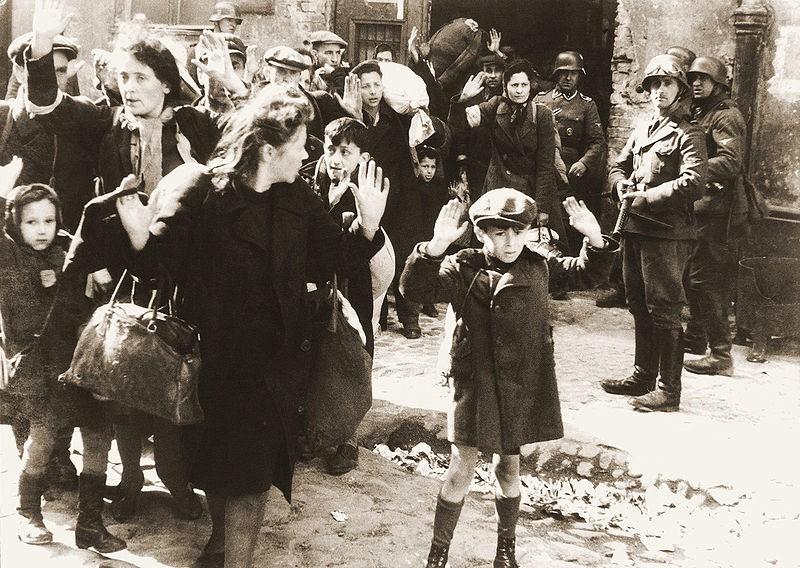 Żydzi pojmani przez SS w trakcie tłumienia powstania w getcie warszawskim