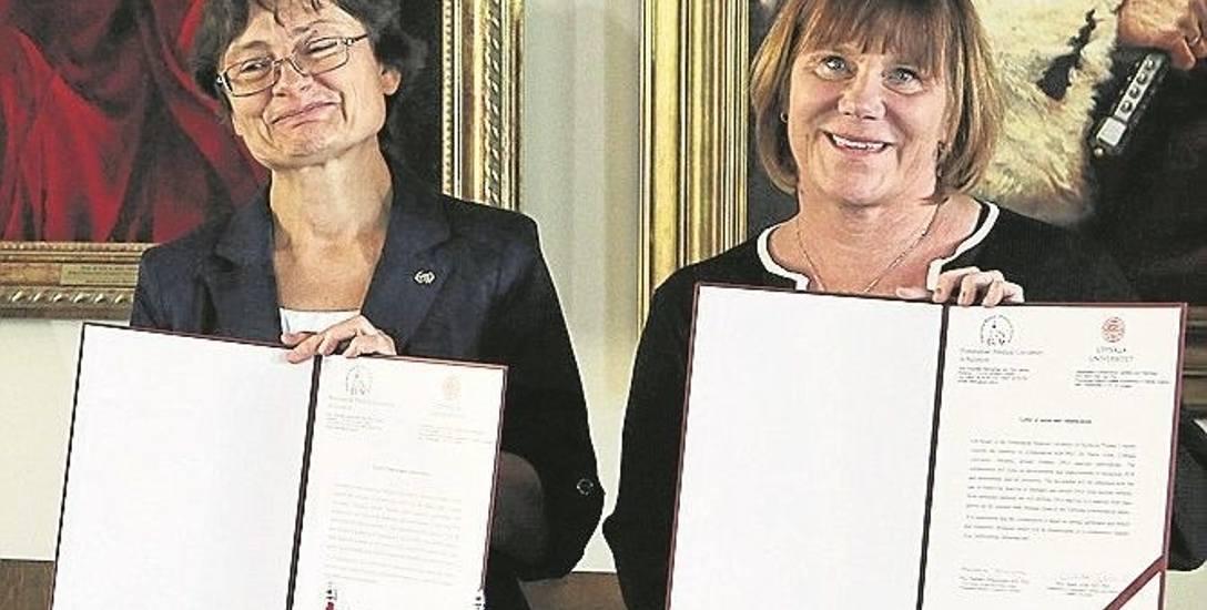 Umowa o współpracy podpisana. Prof. Barbara Dołęgowska, prorektor PUM  (z lewej) i  prof. Marie Allen z  Uniwersytetu Uppsala
