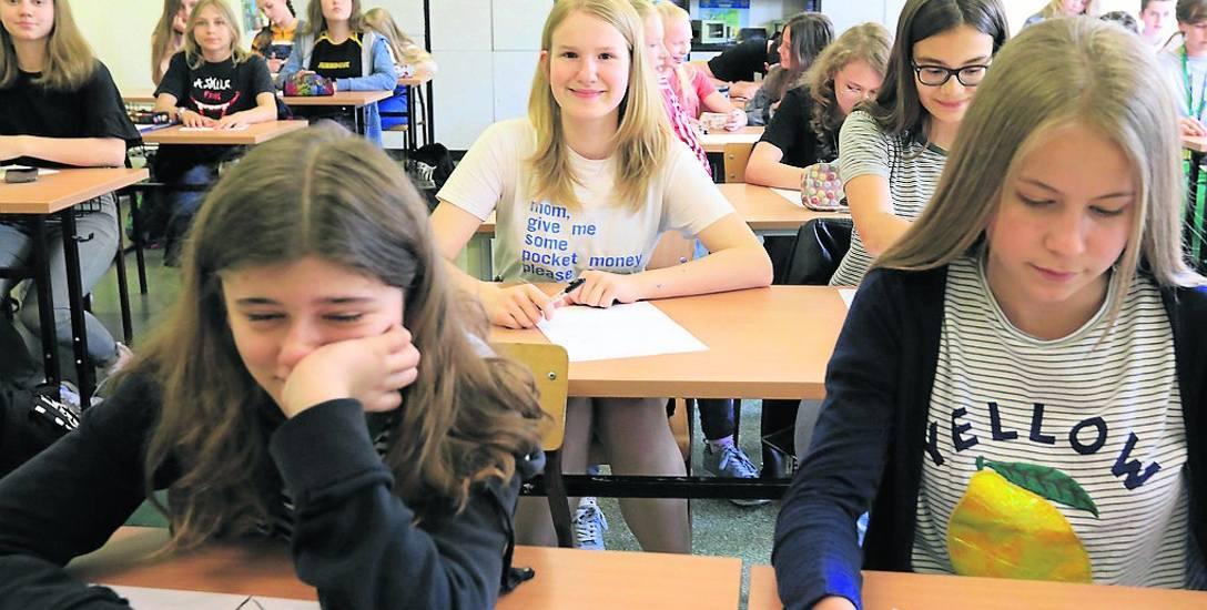 Uczniowie w podstawówkach i gimnazjach korzystają z darmowych podręczników. Teraz dostaną wyprawki