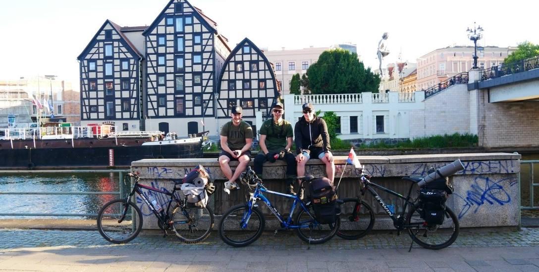 Młodzi bydgoszczanie - Patryk, Łukasz i Mateusz - ruszają dzisiaj, 5 czerwca, na rowerową wyprawę do Zakopanego. Przed nimi 600 kilometrów