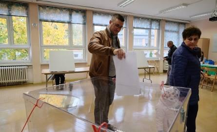Wybory samorządowe 2018 za nami. Postanowiliśmy sprawdzić, w których lokalach w Poznaniu zagłosowało najwięcej mieszkańców. Sprawdź, w których częściach
