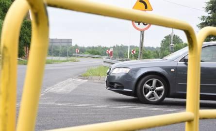 W Droszkowie mieszkańcy martwią się, że po uruchomieniu nowego mostu w Milsku ich miejscowość zostanie rozjechana przez samochody. Uchronić miała ich