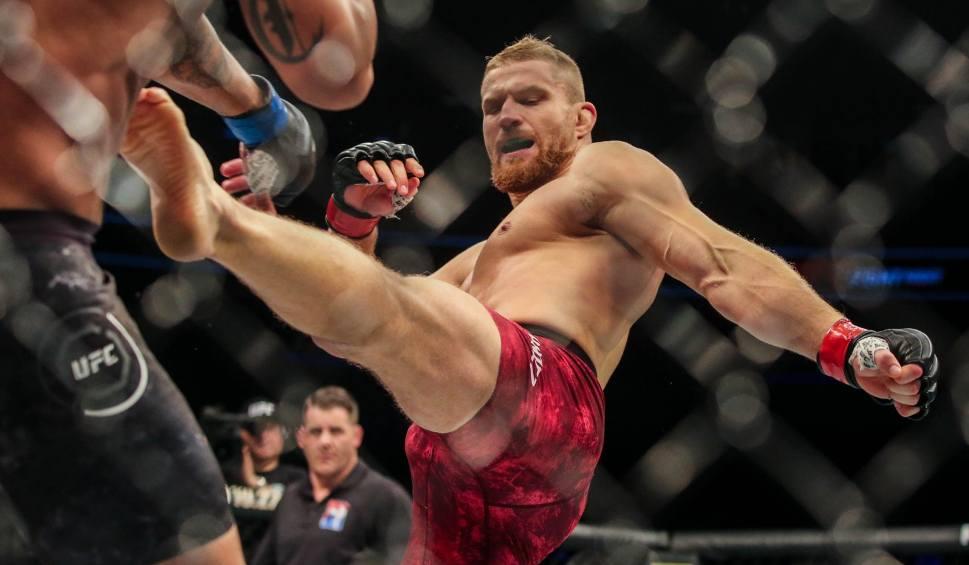 Film do artykułu: Zwycięstwo Jana Błachowicza z Nikitą Kryłowem na gali UFC w Moskwie. Polak na dobrej drodze do walki o pas