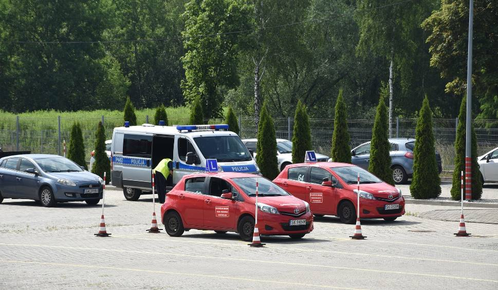 Film do artykułu: Dramat w Rybniku: Kursantka śmiertelnie potrąciła egzaminatora na egzaminie na prawo jazdy