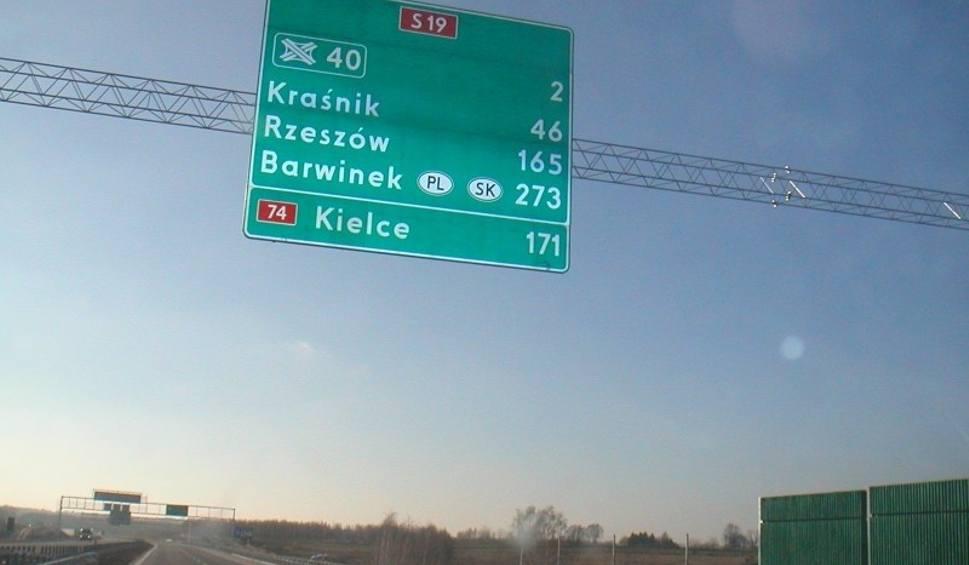 Film do artykułu: Drogi szybkiego ruchu lepiej oznakowane. Na znakach na autostradach i ekspresówkach pojawią się m.in. numery i nazwy zjazdów [ZDJĘCIA]