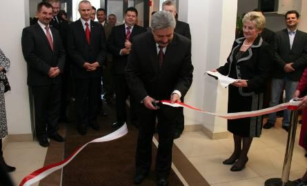 Przecięcia wstęgi dokonał wójt gminy Pionki Mirosław Ziółek.