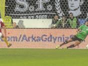 Marcus Da Silva strzela trzeciego gola dla Arki z mocno wątpliwego rzutu karnego