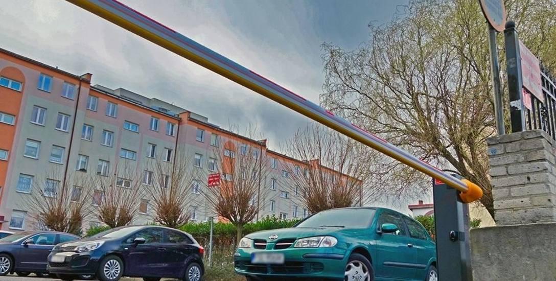 Szlabany pojawiły się przy osiedlowych parkingach. Każdy mieszkaniec otworzy je pilotem
