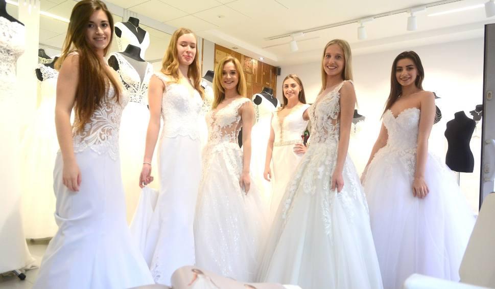 Film do artykułu: Miss Ziemi Radomskiej 2019. Kandydatki na Miss w pięknych sukniach ślubnych z salonu Impressja