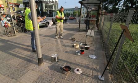 """W garnkach ustawionych na przystanku nie było bomby. Czy ten głupi żart to """"sztuka uliczna""""?"""
