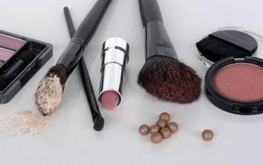 """Rossmann wraca z kultowymi promocjami: """"-55 proc. na kosmetyki do makijażu"""" oraz 2+1. To ulubione akcje, które cyklicznie pojawiają"""