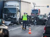 Najczęstszymi przyczynami wypadków są: wymuszenie pierwszeństwa przejazdu, niedostosowanie prędkości do warunków panujących na drodze, nieumiejętne