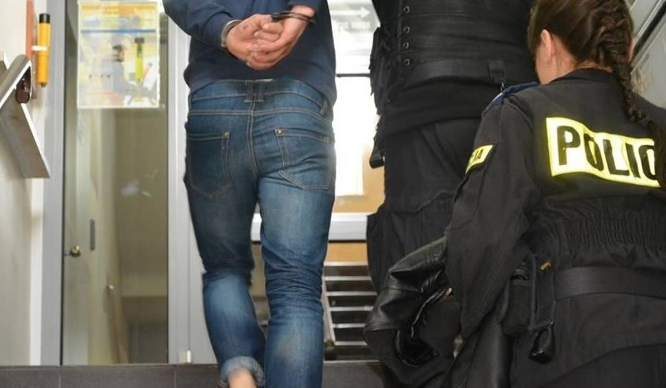 Film do artykułu: Uciekał policjantom, bo nie miał prawa jazdy