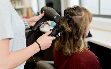 Najmodniejsze cięcia na 2021 rok. Angled bob największym hitem wśród trendów fryzjerskich! [ZDJĘCIA]