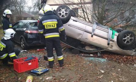 Wypadek w Konstantynowie. Samochód prowadzony przez pijanego kierowcę dachował na prywatnej posesji. Cudem nikomu nic się nie stało.CZYTAJ DALEJ NA NASTĘPNYM