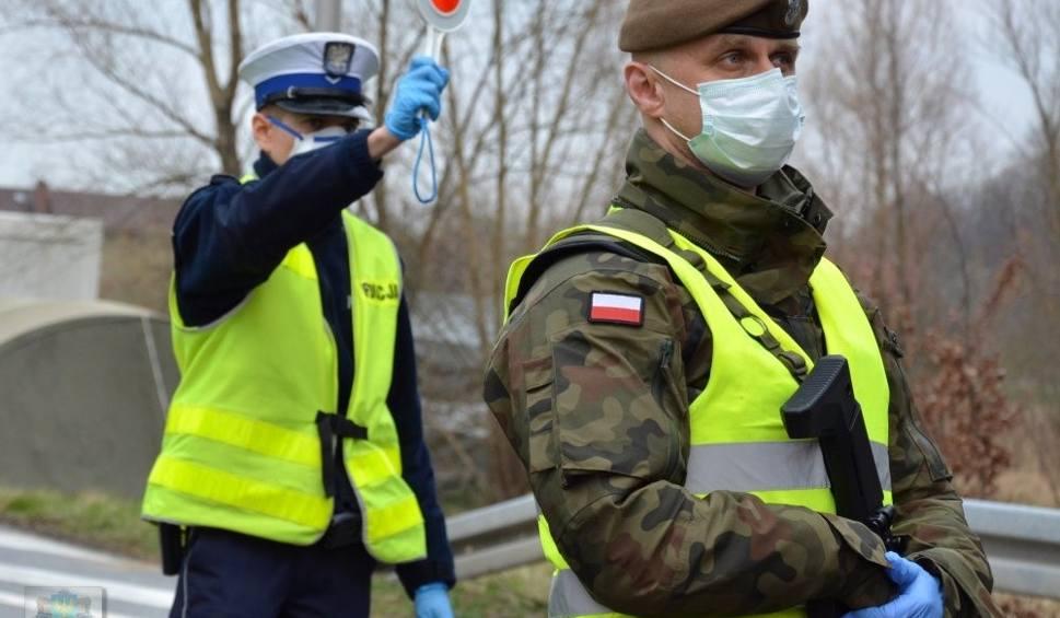 Film do artykułu: Pracujesz za granicą? Rząd wprowadza nowe ograniczenia w przekraczaniu polskiej granicy od 27 marca