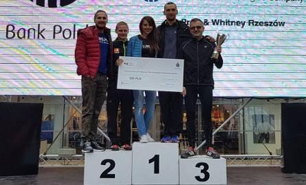 Sztafeta maratońska I-BS.pl w składzie, od lewej: Tomasz Dziorek, Tomasz Wójcik, Magdalena Żurek, Tomasz Korzeniowski, Henryk Mierzwiński zajęła trzecie