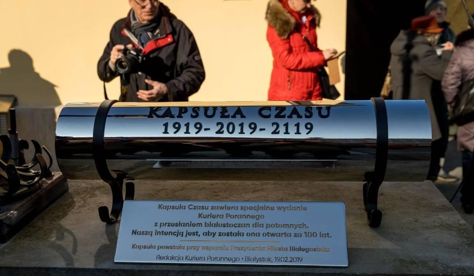 Film do artykułu: Kapsuła Czasu ze 100-stronicowym wydaniem Kuriera Porannego stanęła na Rynku Kościuszki
