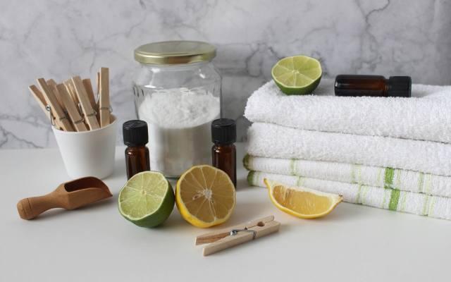 Ocet, soda i cytryna to sprzymierzeńcy w walce z grzybem w pralce