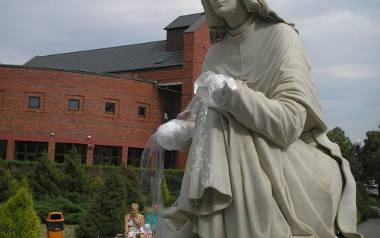 Św. Faustyna nadal bez dłoni
