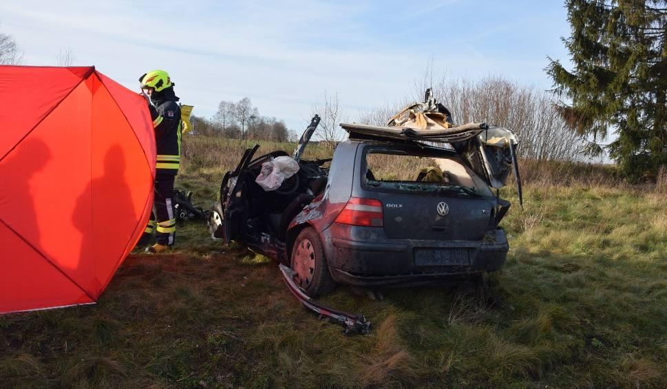Film do artykułu: Tragiczny wypadek na przejeździe kolejowym koło Szczecinka. Nie żyją dwie osoby [ZDJĘCIA] 2.01.2020