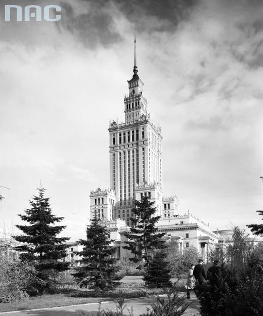 Widok Pałacu od strony ul. Świętokrzyskiej na początku lat 60 XX wieku.