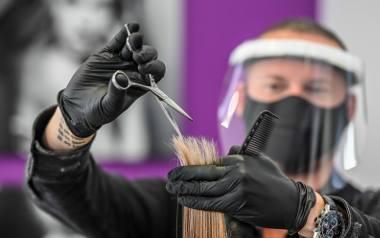 W związku z podwyższonymi kosztami prowadzenia działalności fryzjerzy zamierzają w pierwszej kolejności podnieść ceny usług dla klientów.