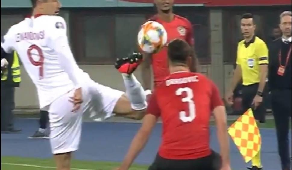 Film do artykułu: Euro 2020. UEFA doceniła zagranie Roberta Lewandowskiego (WIDEO)