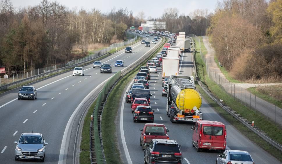 Film do artykułu: Powstanie trzeci pas na A4 Katowice - Kraków? Stalexport chce budować, ale stawia państwu jeden warunek. Musi dostać nową koncesję
