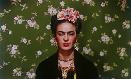 Nickolas Muray, Frida Kahlo on Bench