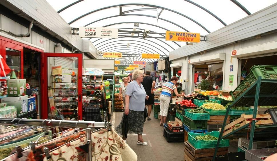 Film do artykułu: Ceny warzyw i owoców w Łodzi. Sprawdziliśmy ceny na rynku na Zjazdowej. Ile kosztują warzywa i owoce? [CENY NA ZJAZDOWEJ 29 maja 2020]