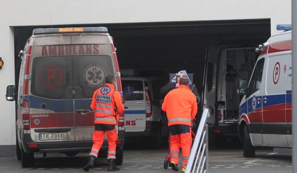 Film do artykułu: Bardzo ślisko na drogach i chodnikach w Świętokrzyskiem! Oblężone szpitale – RAPORT