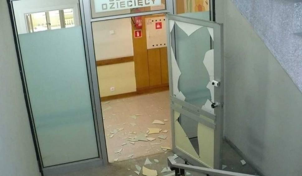 Film do artykułu: Horror w szpitalu. Pacjent pobił pielęgniarkę i zaatakował matkę z dzieckiem [zdjęcia]