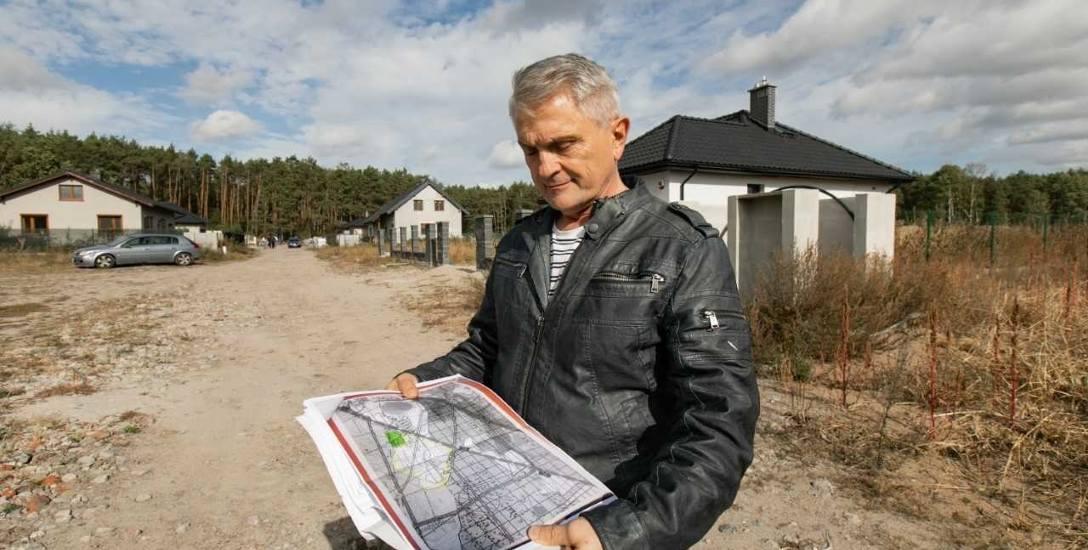 Gdyby urzędnicy z Białych Błot nie blokowali budowy osiedla na gruntach Waldemara Kusza, stałoby tu już 69, a nie 7 domów