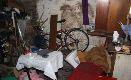 W piwnicy leżał człowiek z siekierą w głowie
