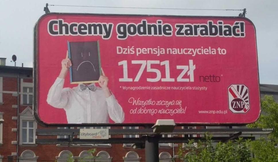 """Film do artykułu: Kampania Związku Nauczycielstwa Polskiego """"Chcemy godnie zarabiać"""". Billboardy pojawiły się w całej Polsce"""