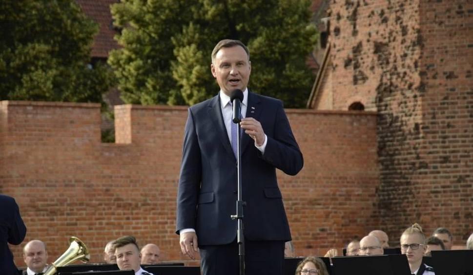 Film do artykułu: Wizyta prezydenta Andrzeja Dudy w Malborku. Złożył kwiaty pod Pomnikiem Celników Polskich [zdjęcia]