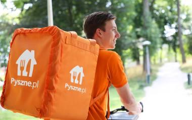 Pomarańczowa flota kurierów na rowerach elektrycznych będzie realizować błyskawiczne dostawy z wielu nowych restauracji. Pyszne.pl uruchamia w Poznaniu