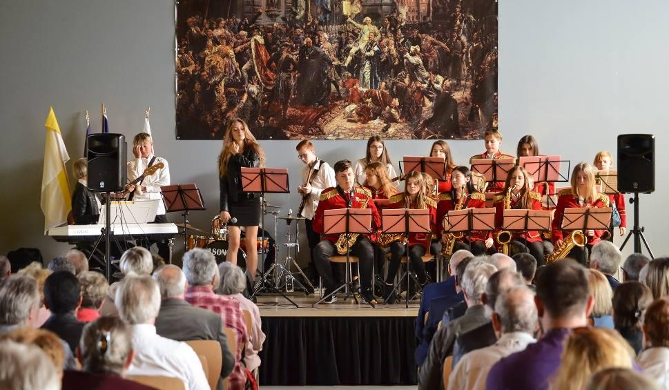 Film do artykułu: Staszowska Orkiestra Wrześniak Glassworks zagrała we Francji [ZDJĘCIA]