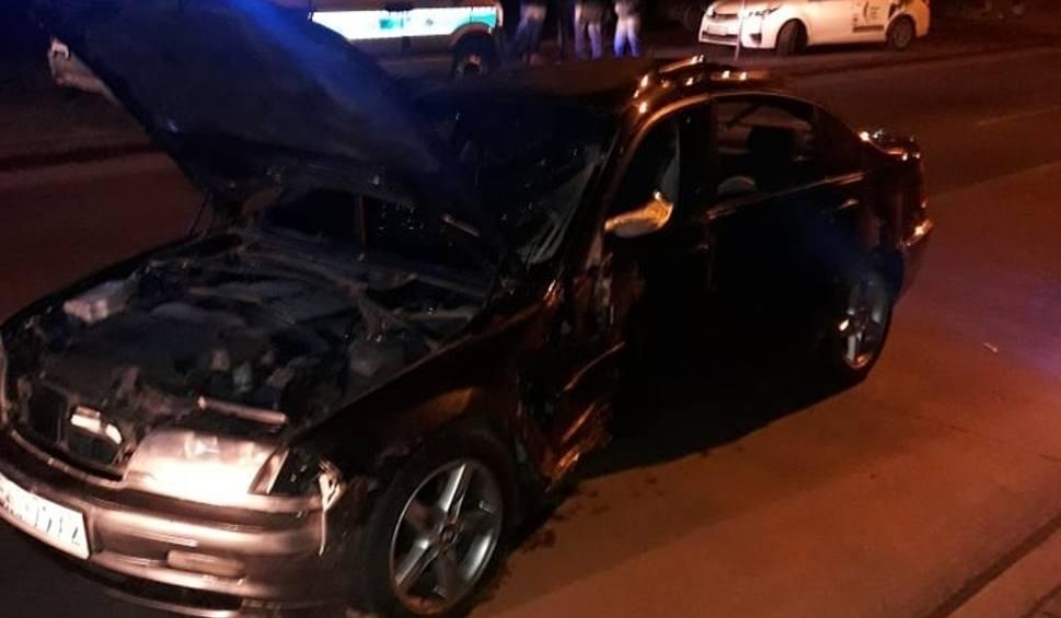 Film do artykułu: Nocny rajd po Wólczańskiej - młody kierowca wpadł na dwa samochody [ZDJĘCIA]