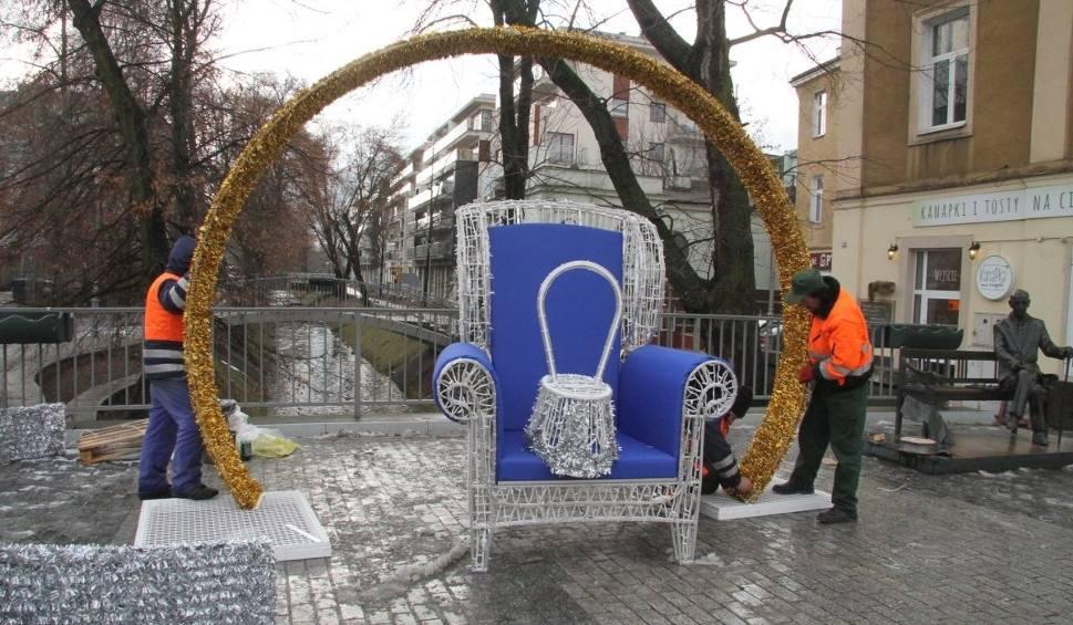 Film do artykułu: Świąteczny, podświetlany fotel już zdobi Kielce (WIDEO, ZDJĘCIA)