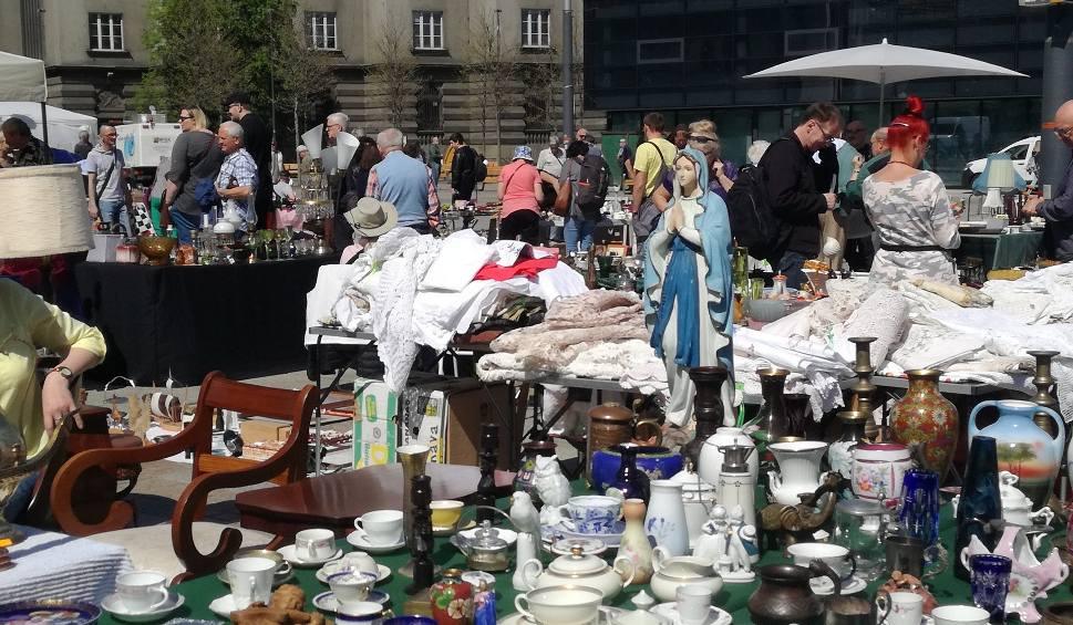 Film do artykułu: Katowice: na rynku rozpoczął się Jarmark Staroci. Potrwa do niedzieli ZDJĘCIA