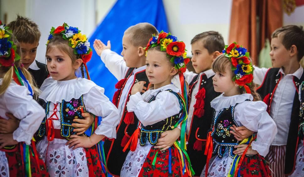 Film do artykułu: Dzieci i wychowawcy z przedszkola nr 3 w Ustce uczcili 100 rocznicę odzyskania niepodległości (wideo, zdjęcia)