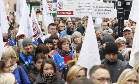 Pikieta Związku Nauczycielstwa Polskiego w łódzkim pasażu Schillera z 10 października 2016 r. Po protestach ulicznych przyszedł czas na jasne deklaracje: