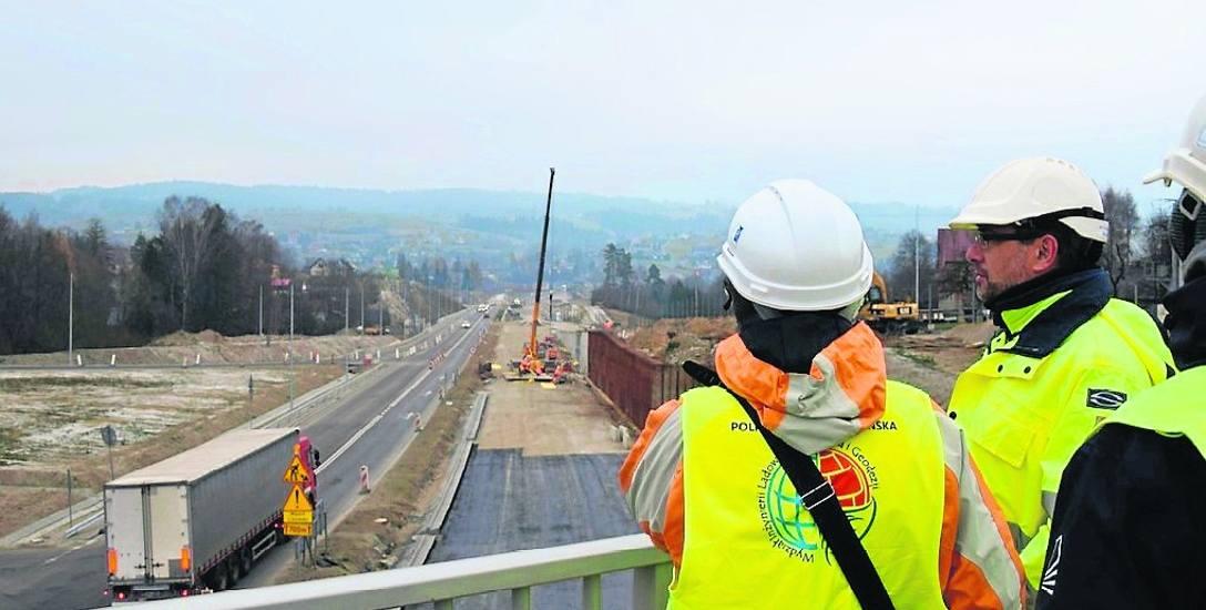 """Studenci Politechniki Koszalińskiej na kierunku Budownictwo mieli okazję zobaczyć w terenie, jak przebiega budowa nowej """"zakopianki"""", czyli drogi szybkiego"""