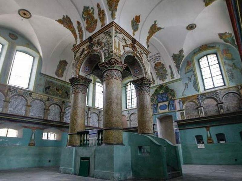Istotnym miejscem na Podkarpaciu jest synagoga w Łańcucie. Jest jedną z najlepiej zachowanych w Polsce.