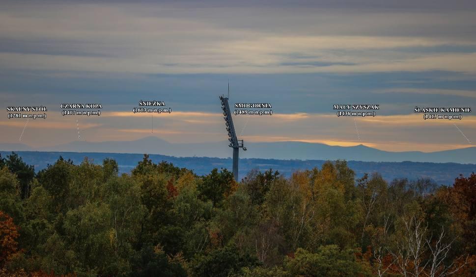 Film do artykułu: Karkonosze widoczne z Zielonej Góry. Jesienna panorama gór z Winnego Grodu. Te zdjęcia zrobiono z odległości 140 km!