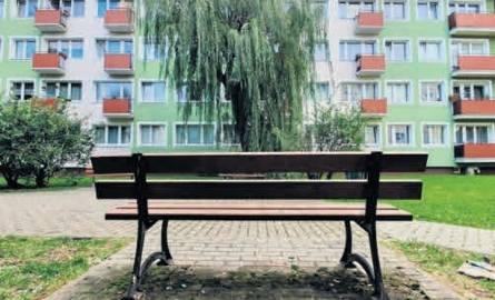 Mieszkańcy ulicy Koszalińskiej w Słupsku wciąż nie mają spokoju, chcą zlikwidowania ławek