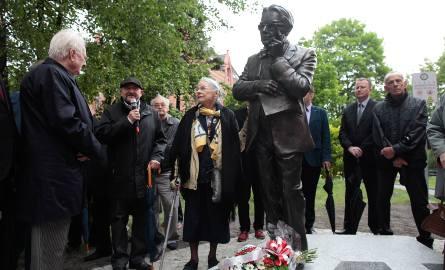 Jolanta Klimowicz-Osmańczyk podczas uroczystości odsłonięcia pomnika Edmunda Osmańczyka w Opolu, w 2015 roku.
