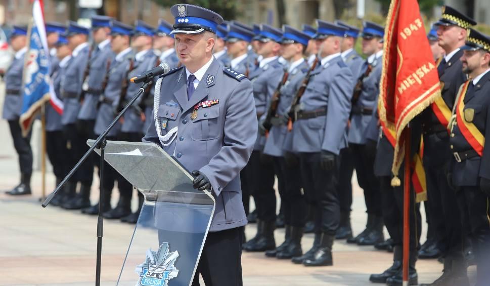 Film do artykułu: Stulecie policji na placu Dąbrowskiego w Łodzi. Łódzcy policjanci otrzymali awanse i nagrody